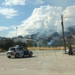 Los bomberos tratan de sofocar un incendio en Zocueca