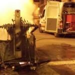 Tres contenedores arden en la noche bailenense