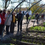 Los mayores del Centro de Participación Activa también disfrutan de los huertos sociales