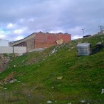 IU denuncia la existencia de una escombrera junto al Parque Móvil