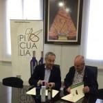 La Universidad de Jaén y Picualia firman un convenio de internacionalización