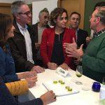 Dolors Montserrat visita Bailén para conocer su aceite y cerámica