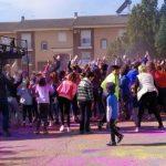 Decenas de jóvenes respaldan la Holi Colors